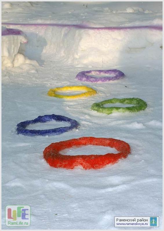Детской площадки в детском саду зимой